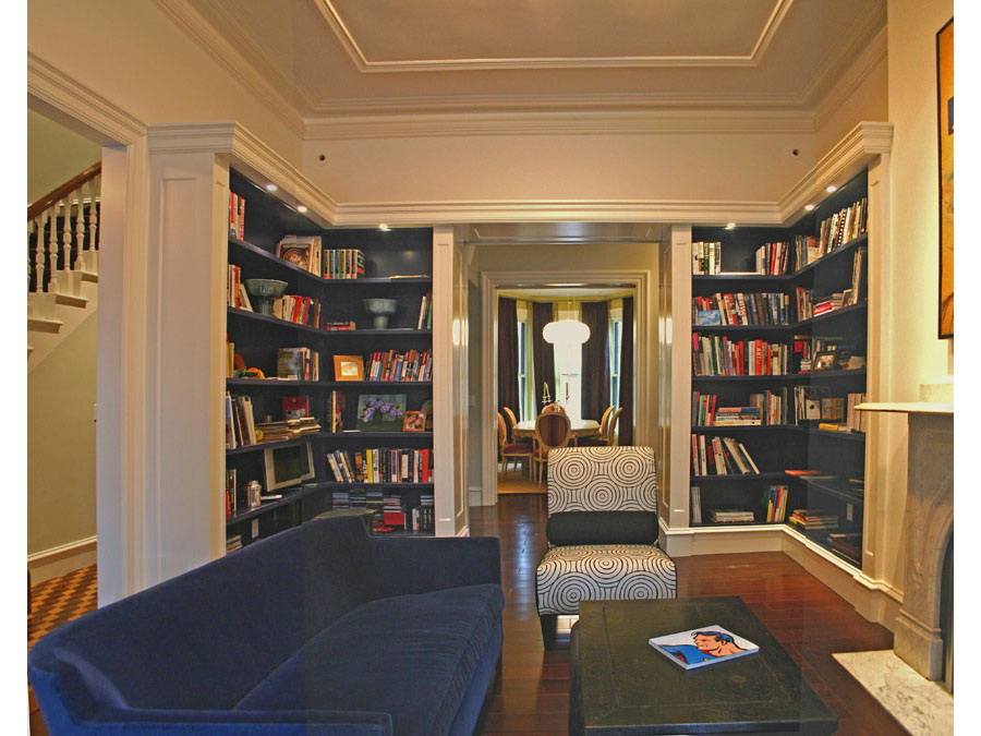 home design creates a cozy library in the Back Bay townhouse.